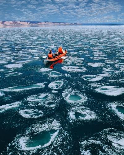 Baykal, Sibirya'nın dondurucu soğuğundan fazlasıyla nasibini alıyor.