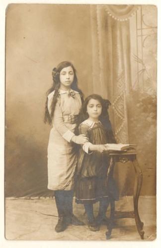 Mehmet Akif Ersoy'un kızları Feride ve Suad