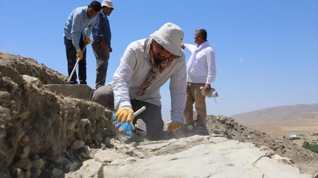 Van'da Urartu Kralı 2. Sarduri tarafından inşa edilen Çavuştepe Kalesi'nde ortaya çıkarılan yapılarda, Urartuların asırlar önce yapıları depremden korumak için özel önlemler aldığı belirlendi.