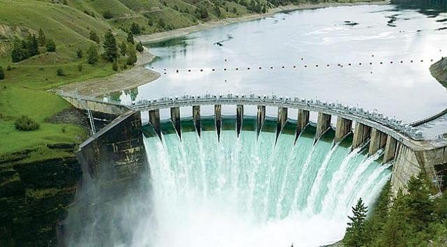 Türkiye'de DSİ tarafından yapımı gerçekleştirilen ve işletilmekte olan 504 tane baraj mevcuttur. Bunlardan bazıları büyük çapta olup büyük çoğunluğu gölet şeklindendir.