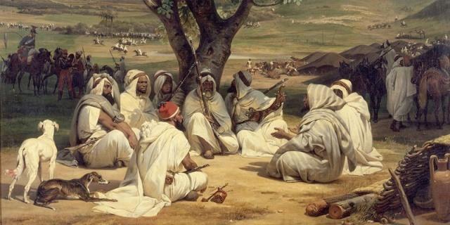 Sürekli olarak Tunus'a gitmek isteyen İbn Haldun, sağlam dostlarının olduğunu düşündüğü, Müslüman Endülüs'ün son kalıntısı olan Granada'ya gitti. Bazı araştırmacılar, Endülüs geçmişinin İbn Haldun üzerinde kimliği ve şahsiyeti açısından mühim bir etkisi olduğunu söyler. Ancak İbn Haldun'un Endülüs'e bağlılığı abartılmamalıdır. Tunus'a çok daha bağlıydı. Elhamra Sarayı'ndayken Muhammed, Pedro ile arasındaki barış antlaşmasını yeniden yürürlüğe sokması için İbn Haldun'u İşbiliyye'ye göndermişti. Afrika siyasetinin nasıl işlediğini ve ittifakları iyi bilen bu genç âlimin öneminin farkında olan Pedro kalmayı kabul etmesi hâlinde dedelerinin tüm mallarını ve mülklerini kendisine vermeyi teklif etti. Kendini üç semavi dinin son kralı ilan eden Pedro'nun siyasi geleceğinin pek parlak olmadığını fark eden İbn Haldun bu teklifi kabul etmedi. İbn Haldun'un bir Hristiyan krala hizmet etmek istemediği de düşünülebilir.