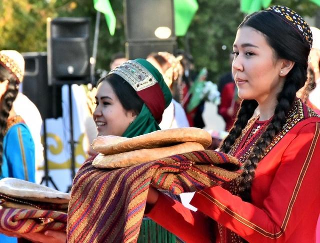 Türkmenistan, bütün bir tarım yılının özeti olan 'Hasat Festivali'ni kutladı.
