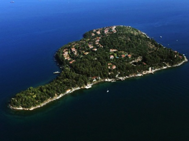 İstanbul'un adalarını bilmeyen yoktur. Özellikle bahar ve yaz aylarında Büyükada, Heybeliada, Burgazada, Kınalıada ve Sedefadası dolar taşar.