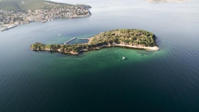 1950 yılına kadar sürgün yeriydi: Kaşık adası  Günümüzde özel mülkiyet alanı olarak kullanılan Kaşık Adası, Marmara Denizi'nde yer alıyor.