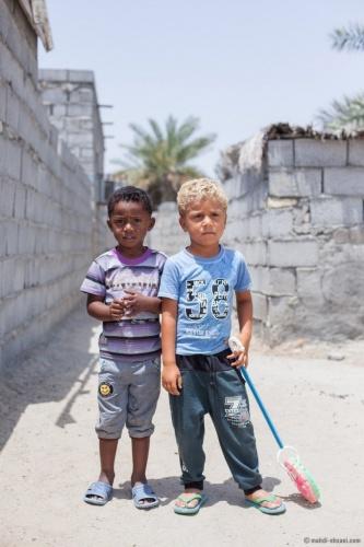 Fars vilayetinin Fesa ve Darab kentlerinde yaşamakta olan Afro-İranlılara Kulular (Kuluha) denmektedir. Sistan ve Beluçistan vilayetinde yaşayan Afro-İranlılar bölgede yaşayan diğer etniklerle kaynaşmaktan kaçınarak kendilerine özel bir kast sistemi geliştirmişler. Sistan ve Belucistan vilayetinin Nikşehir kentinin Laşar ilçesinde yaşayan bu grup, kendilerini Svaziland (eSwatini: Esvatini Krallığı) ve Mozambik kökenli Tsonga kabilelerine ait bilmektedirler ve Tsongaca konuşmaktadırlar.