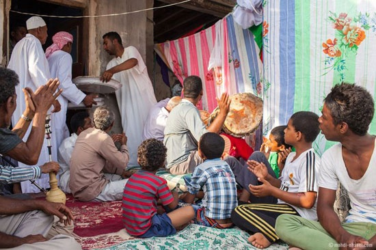 Basra Körfezi'nin kıyılarında yaşayan Afro-İranlıların kendilerine has kültür, gelenek ve görenekleri son dönemlerde UNESCO'nun da dikkatini çekmiş ve İran'ın bilinmeyen bu etnik grubuyla ilgili bazı çalışmalar yürütülmeye başlanmıştır.