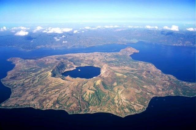 Vulcan Point Adası (Filipinler); Okyanusun içindeki adanın içindeki gölün içindeki adanın içindeki gölün içindeki ada...