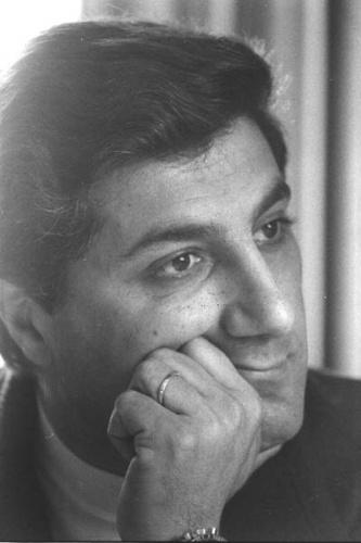 Tam 38 yıl önce bugün...   14 Eylül 1982'de, Lübnan Cumhurbaşkanı Beşir Cumeyyil, seçildikten üç hafta sonra bombalı saldırıda öldürüldü.   Ariel Şaron'la özel dostluğu bulunan Cumeyyil, Lübnan'daki Filistinli gruplara karşı İsrail'le işbirliği yapması nedeniyle tepki toplamıştı.