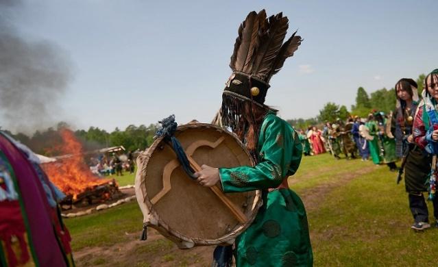 Kendi kültürlerini sergilemenin yanı sıra, Rus şamanlar festivali haklarını dile getirmek ve şamanizmi devlet düzeyinde bir din olarak kabul etmek için bir platform olarak kullandılar.