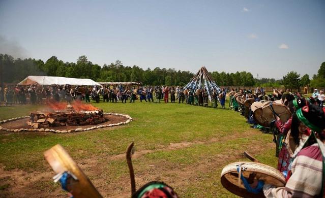 Etkinlik organizatörleri amaçlarından birinin şamanizmi Rusya'nın resmi dinlerinden biri yapmak olduğunu söyledi.