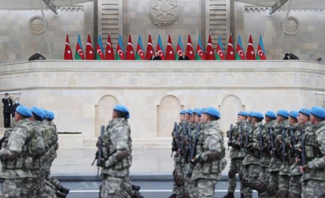 Ermenistan işgalindeki Azerbaycan topraklarının kurtarılması dolayısıyla Bakü'nün Azadlık Meydanı'nda Zafer Geçidi töreni düzenlendi. Törene katılan Türk Silahlı Kuvvetleri askeri birlikleri geçit yaptı.