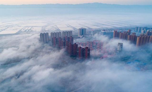 Kuzey Çin'in Shanxi Eyaleti'nin sisler altındaki şehri  Yuncheng..