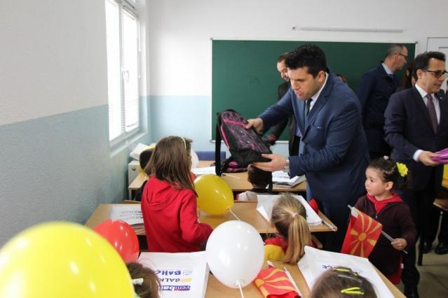 TİKA Kuzey Makedonya Koordinatörü Ayden de 2005'ten beri Kuzey Makedonya'da farklı alanlarda bine yakın  proje gerçekleştirdiklerini belirterek TİKA'nın bugüne kadar yeni bina, yenileme ve donanım dahil olmak üzere 40 okulu Kuzey Makedonya'ya hediye ettiğini aktardı. Bugün açtıkları köy okulunun donanımını da gerçekleştirdiklerini söyleyen Ayden, 50 yıllık eski okul binasının ciddi anlamda ısınma ve diğer eğitim sorunları yaşadığını anlattı.