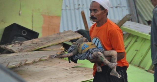 28 Eylül 2018'de 7,7 şiddetinde sarsılan Endonezya'daki kayıplar  felaketin büyüklüğünü gösterdi