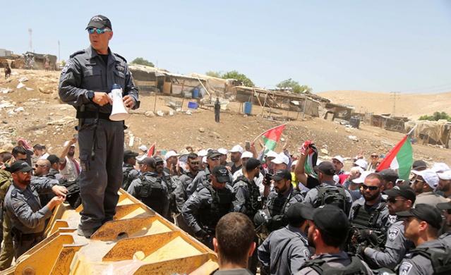 Köy halkı ve aktivistler, İsrail'e tepki gösterdi
