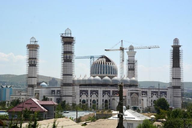 Yabancı inşaat şirketlerinin de yer aldığı cami inşaatı çalışmaları 8 yıldan bu yana aralıksız devam ediyor.