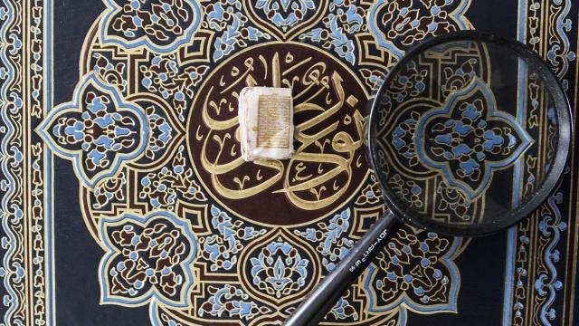 Endonezya'nın Batı Java bölgesindeki Bogor kentinde bulunan Jami Daarussalaam Camisi'nde küçük el yazması bir Kur'an-ı Kerim bulunuyor. 5 asırlık olduğu tahmin edilen ve yaldızlı mürekkep ile yazılan Kur'an-ı Kerim 10 milimetrelik bir ebata sahip.