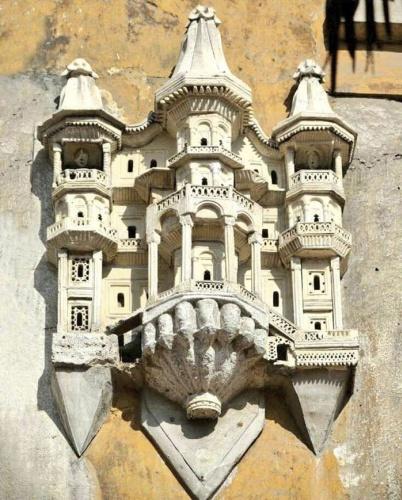 Osmanlı İmparatorluğu zamanlarında insanlar kuşlar için minyatür saraylar inşa ederlerdi.