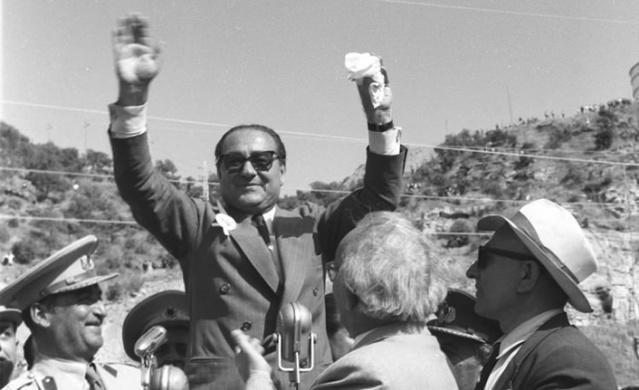 1899 Aydın doğumlu olan Adnan Menderes cumhuriyetin ilk yıllarından itibaren siyasetin içerisinde yer almıştı.