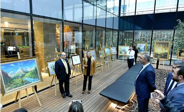 Ressam ve Fotoğraf Sanatçısı Müstekim Akdoğan'ın 'Doğanın İzdüşümü' sergisinin açılışı yapıldı. Doğanın güzelliklerini konu alan 56 resimden oluşan sergi sanatseverlerden tam not aldı.