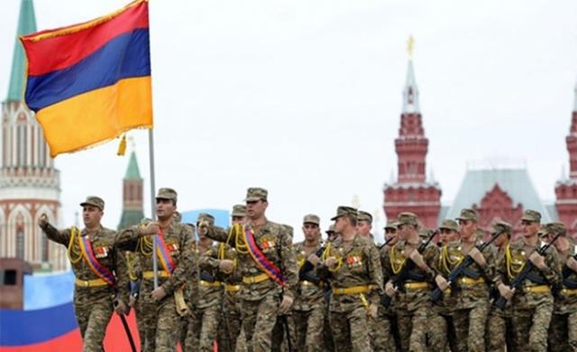 Rusya ile Ermenistan arasındaki işbirliği, geçmişi önceki asırlara dayanan tarihi bağlar üzerine kurulu. Sovyetler Birliği'nin dağılmasının ardından Güney Kafkasya'daki diğer ülkeler; Azerbaycan ve Gürcistan, Moskova'nın etki alanından uzaklaşırken, Erivan yönetimi Karabağ Savaşı'nın da etkisiyle Rusya ile daha çok yakınlaşmayı tercih etti.