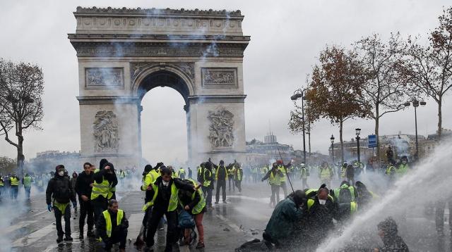 Fransa'da yüksek enflasyon ve yaşam standartlarında meydana gelen düşüş nedeniyle başlayan eylemler devam ediyor