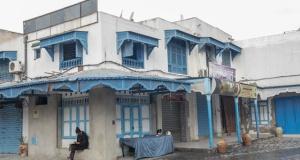 Tunus'ta esnaf kepenk kapattı
