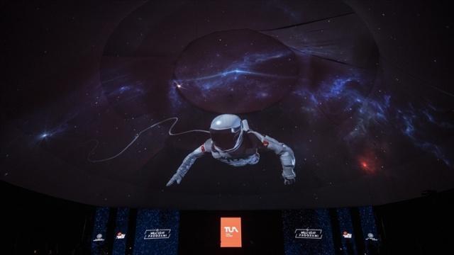 Dünya Bülteni - Geçtiğimiz günlerde Türkiye'nin uzaya astronot göndermesi gündeme geldi. Hatta astronot yerine hangi kelime kullanılacağı bile ankete açıldı.