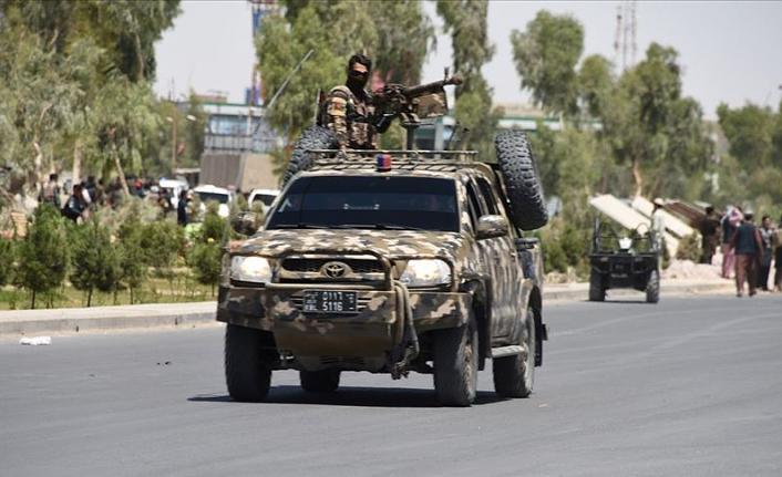 Afganistan'da emniyet müdürlüğüne bomba yüklü araçla saldırı