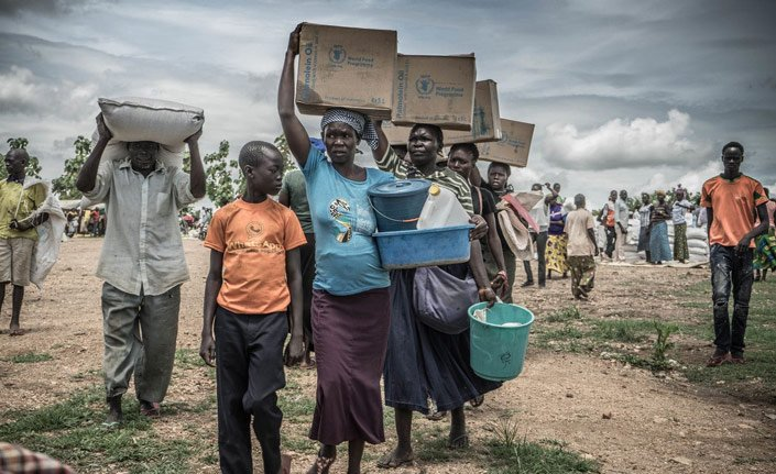 350 bin kişi Uganda sınırına yürüyor