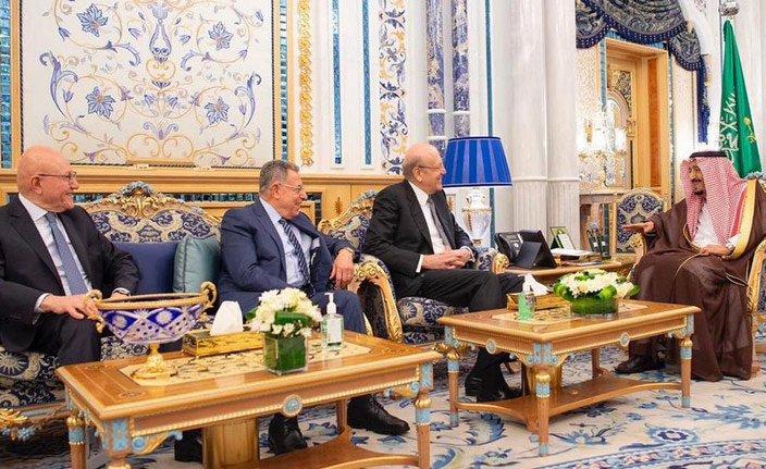 Suud Kralı Lübnan eski başbakanları ile özel toplandı
