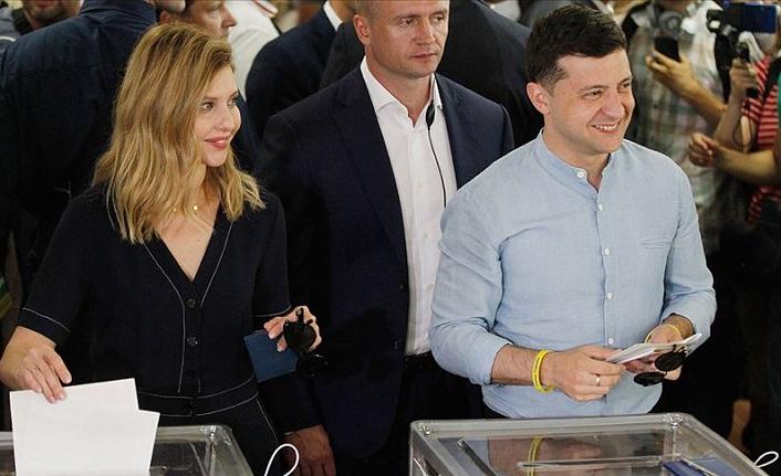 Ukrayna'daki erken genel seçimde Zelenskiy'in partisi birinci