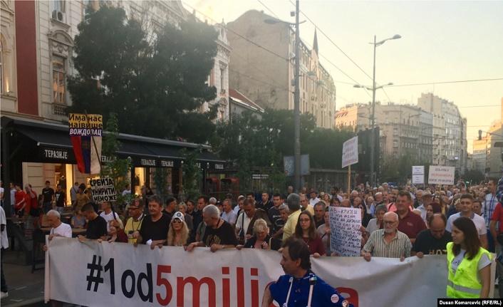 Sırbistan'da 5 Milyonun 1'i muhalefet protestoları devam ediyor