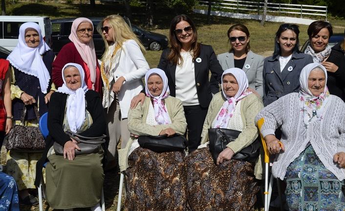Türk Kızılay'ı Srebrenitsa'ya geri dönenlerle hasat yaptı