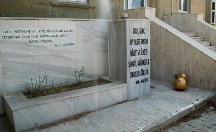 Yerde bulunan Atatürk büstü hakkında Keşan'dan açıklama geldi