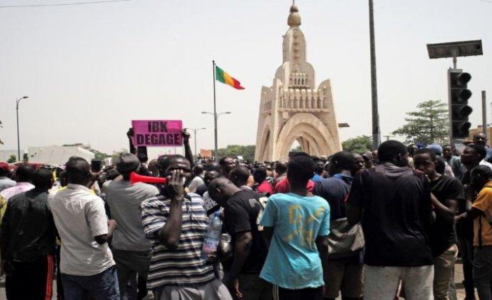 Mali'de Batılı ülkelerin üslerinin protesto edildiği kentte sokağa çıkma yasağı