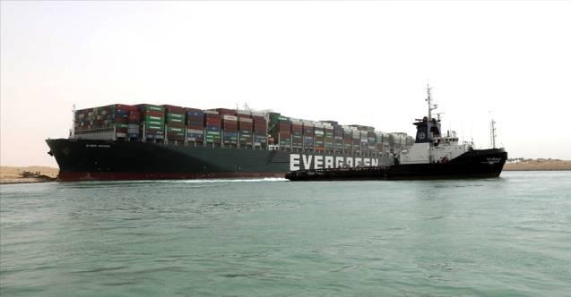 320 gemi bekliyor: Süveyş Kanalı'nda karaya oturan gemi hala kurtarılamadı