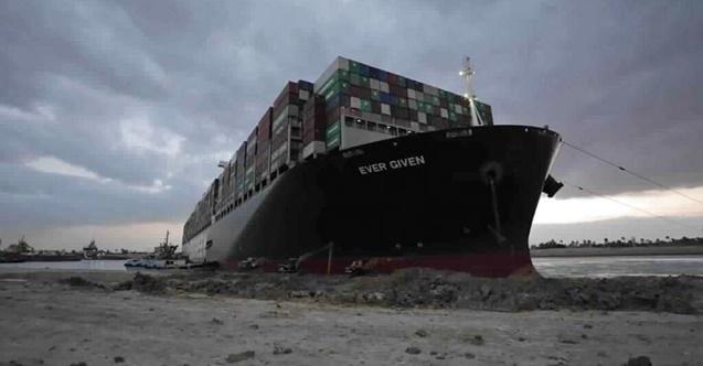 Kanalı tıkayan gemi serbest bırakılıyor