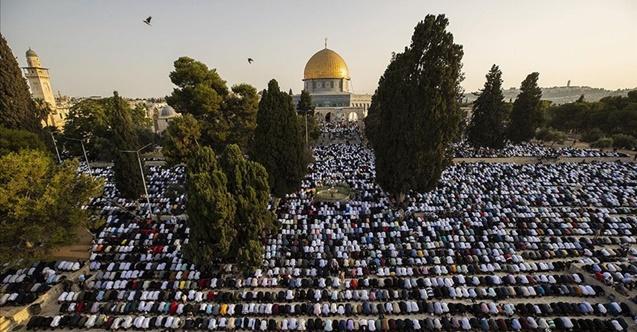 Mescid-i Aksa on binlerce Müslümanı ağırladı