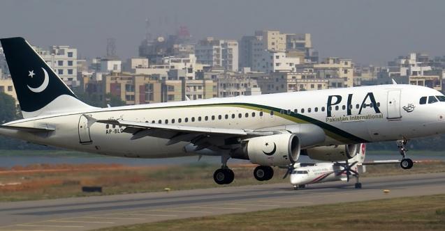 Pakistan'da uçağa binmek isteyen aşı olmak zorunda