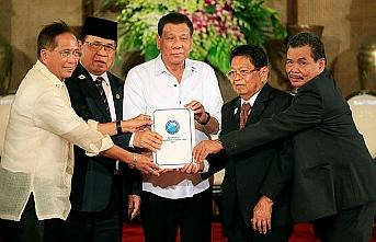 Duterte Müslümanlara özerklik veren yasayı imzalayacak