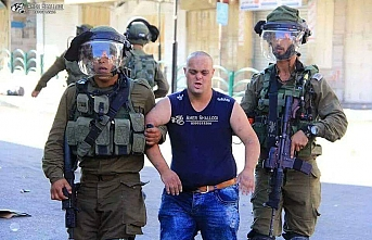 Korkak İsrail askerleri Down'lu Filistinli genci darp etti