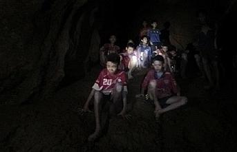 Mağarada mahsur kalan çocuklardan 2'sinden güzel haber