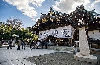 Abe'den tartışmalı tapınağa bağış
