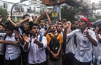 Bangladeş'te öğrenci protestosu dokuzuncu gününe giriyor