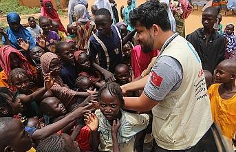 Cansuyu, Afrikalı yetimlerin yüzünü güldürdü