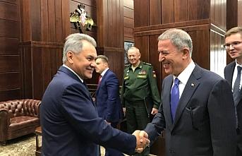 Hulusi Akar, Rusya Savunma Bakanı ile görüştü