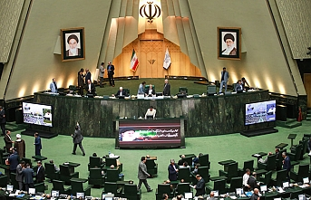 İran Meclisi, Ruhani'yi dinledi