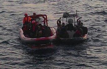 Kuşadası'nda göçmen botu battı, 4 ölü