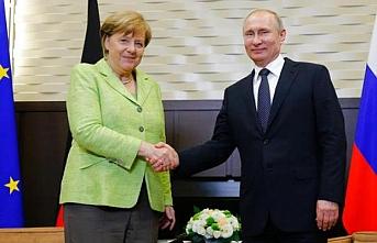 Merkel, Trump'a rağmen doğal gazı görüşecek